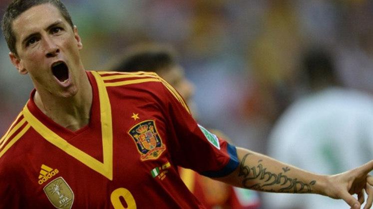 Fernando Torres tem uma homenagem a Senhor dos Anéis em seu braço e escreveu o seu nome em élfico, o problema é que o tatuador acabou escrevendo errado...