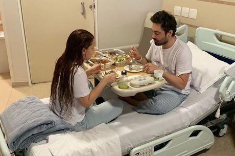 Maiara jantou com Fernando no hospital