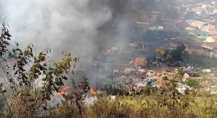 Incêndio atingiu grande parte do terreno