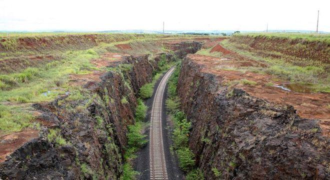Trecho da Ferrovia Norte-Sul, em Goiás. Estrada de ferro vai de SP a Tocantins