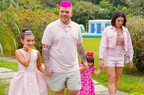 Toda a família se vestiu de rosa para a festa