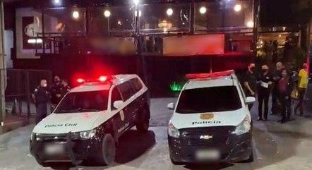 Policiais encerram festa clandestina em Alphaville