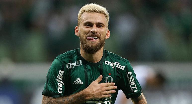 Lucas Lima é sondado pelo Santos, mas negócio esfria após rejeição da torcida
