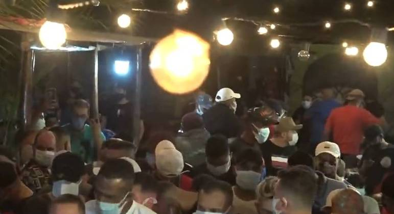 Comércios em SP são autuados por realizarem festas clandestinas