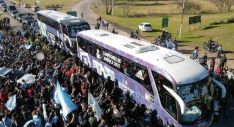 Festa da torcida argentina em Buenos Aires após título da Copa América