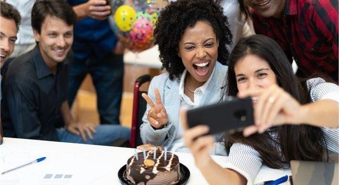 Data de aniversário não deveria ser tão compartilhada publicamente