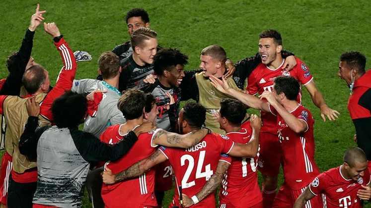 Festa dos jogadores do Bayern após o apito final.