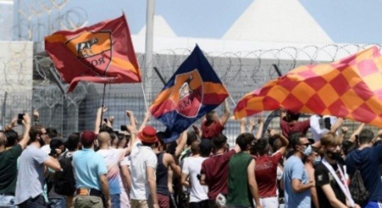 Festa dos torcedores da Roma na chegada de José Mourinho