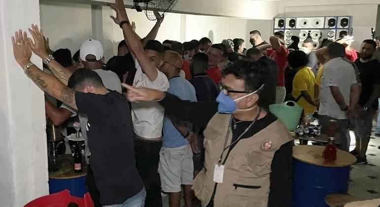Festas e eventos desrespeitam restrições impostas pelo governo de SP