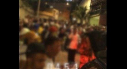 Moradores ficaram até o amanhecer na rua