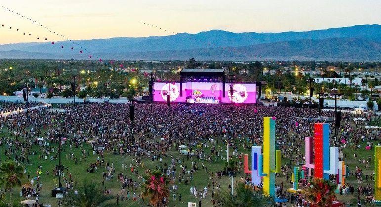 Evento leva meio milhão de pessoas a um local a céu aberto de Indio, no leste de Los Angeles