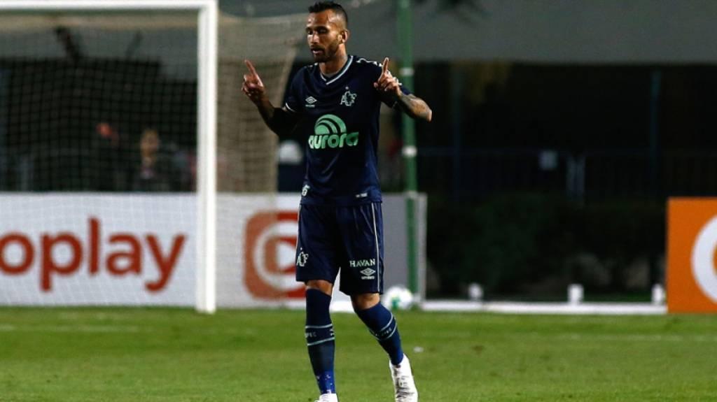 50634e72bc ATUAÇÕES  Time inteiro do Santos vai mal em derrota para a Chape - Lance -  R7 Futebol