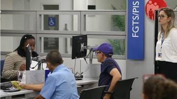 __Agências da Caixa abrem neste sábado para saque do FGTS__ (Fabio Rodrigues Pozzebom/Agência Brasil)