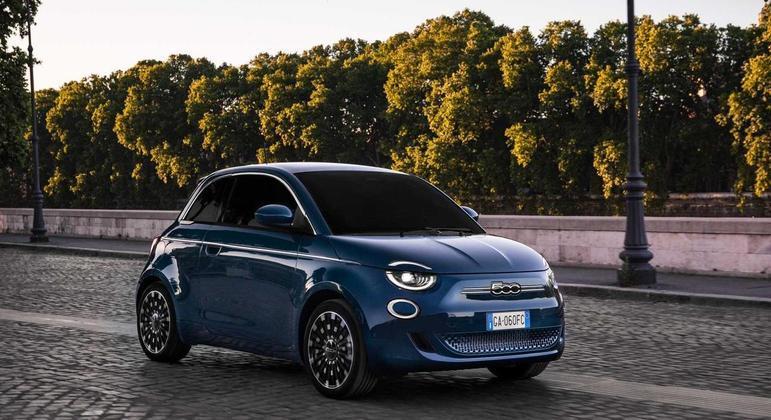 Fiat 500e tem lote inicial de 120 unidades que serão oferecidas em 10 concessionárias pelo país ao valor de R$ 239,9 mil