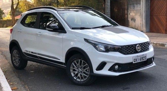 """Fiat Argo Trekking cumpre, por enquanto, o papel de """"SUV compacto"""" com motor 1.8"""