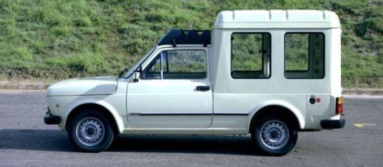 """Fiorino Vetrato ou Settegiorini, versões com """"janelas"""" para o furgão oferecidas nos anos 1980"""