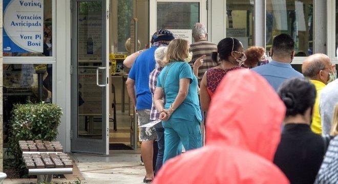 O voto presencial em alguns Estados gerou longas filas e números recordes de comparecimento