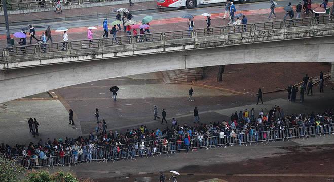Milhares de desempregados fizeram fila no início do mês em São Paulo atrás de um trabalho