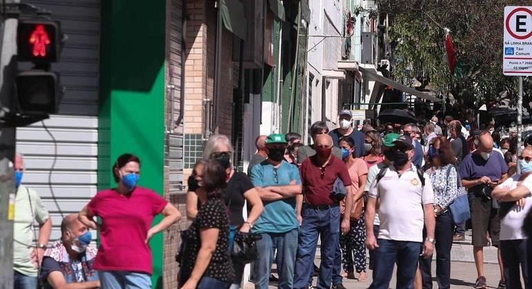 Cidade de São Paulo escalona vacinação para evitar filas em postos