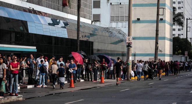 Abertura da primeira loja física da Xiaomi causou fila com mais de mil pessoas