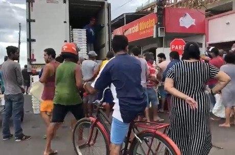 População se aglomera em busca de alimentos no Amapá