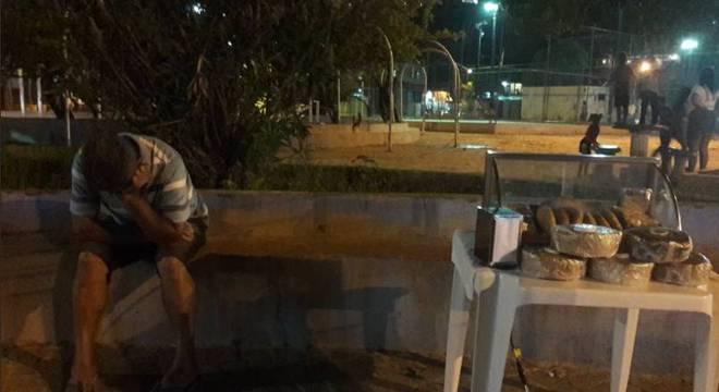 A foto de Agnaldo ao lado da mesa de salgados comoveu os internautas
