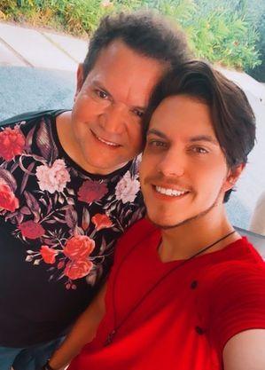 Filho da cantora passou Dia dos Pais com o padrasto Ximbinha