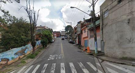 Rua onde pai foi esfaqueado por filho em SP