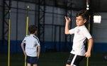 Henrique faz parte do time sub-12 do Corinthians. Os jogadores dessa categoria não recebem salário, só ajuda de custo para transporte e alimentação