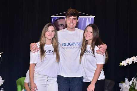 Filhos de Gugu vieram ao Brasil para homenagem