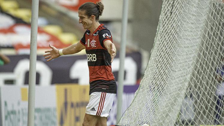 Filipe Luís - 31 jogos; 2 gols; 2 assistências