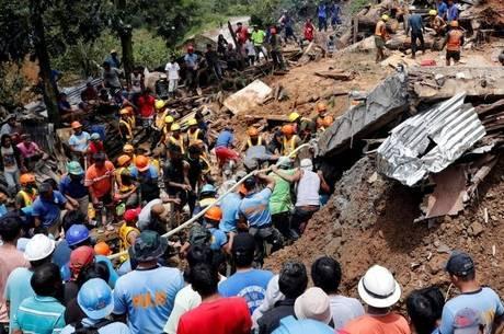 Vilarejo foi atingido por deslizamento de terra