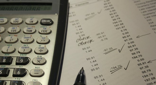 Faça as contas, analise seu comportamento e crie metas, orientam especialistas