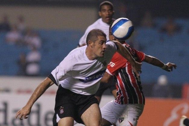 Finazzi - atacante - 48 anos - Atuou pelo Corinthians entre 2007 e 2008. Está aposentado e encerrou a carreira em 2013.