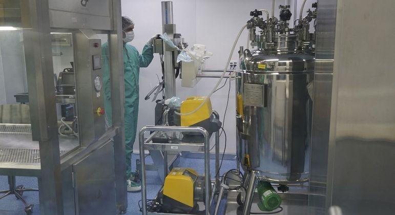Primeiro lote de IFA produzido no Brasil seguirá para análise da farmacêutica Astrazeneca