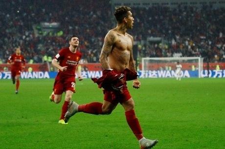Firmino vibra após marcar o gol da vitória