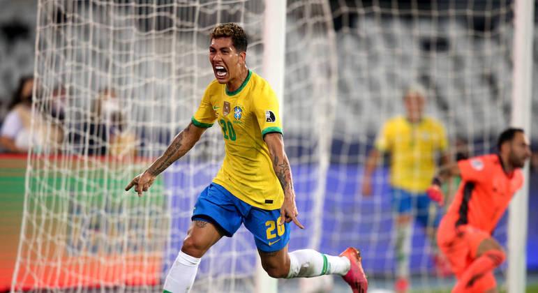 Roberto Firmino fez o gol de empate do Brasil. Colombianos reclamaram muito do lance