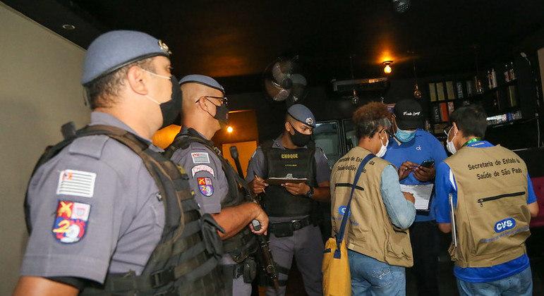 Governo de SP fecha estabelecimentos que promovem festas clandestinas