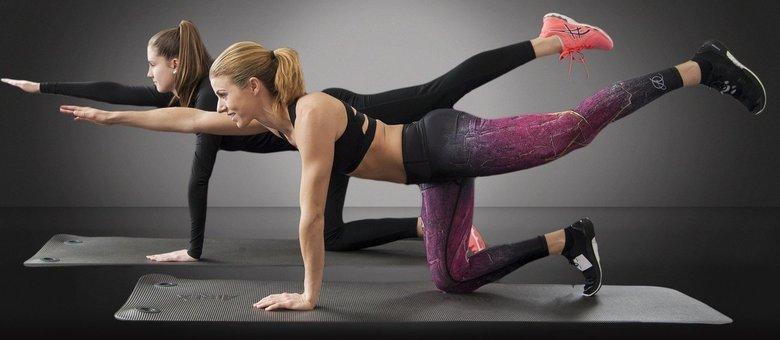 A atividade física reduz a ansiedade, o estresse, melhora a disposição e estimula o convívio social.