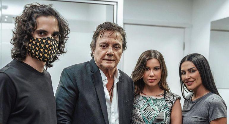 Fiuk, Fábio Jr., Bruna Ciocca e Cleo Pires juntos no cinema