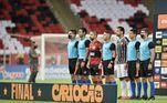 Fluminense e Flamengo fazem na noite deste sábado (15) o primeiro jogo da final do Cariocão 2021. A partida acontece no Maracanã e tem transmissão da Record TV