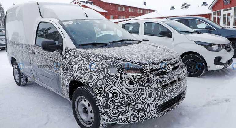 A Fiat Fiorino é comercializada por aqui sem mudanças desde 2013 e essa semana foi flagrado em Arjeplog, na Suécia o modelo reestilizado