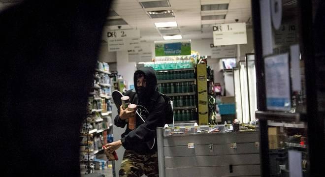 Foram registrados saques e depredações de lojas durante protestos em Nova York