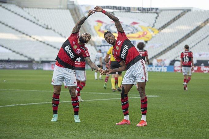 Flamengo se divertiu em Itaquera. 3 a 1 foi muito pouco. Corinthians escapou de goleada