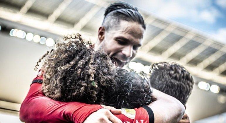 Diego comemora mais uma vitória com autoridade do Flamengo, com Renato Gaúcho