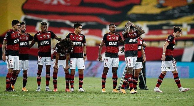 Flamengo eliminado da Libertadores nas oitavas. Prejuízo e reformulação no elenco