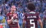 O clima esquentou no Flamengo durante o empate por 1 a 1 com o Grêmio no primeiro jogo da semifinal da Libertadores 2019. Entre os 15 e 20 minutos do segundo tempo, o lateral-esquerdo Filipe Luís e o volante Willian Arão trocaram farpas de maneira explícita e chegaram a se empurrar