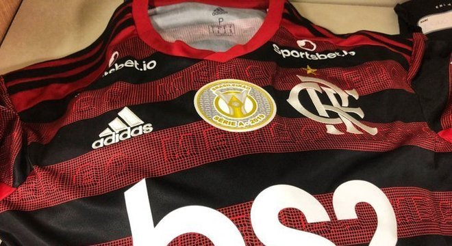 A camisa do Flamengo, já com o escudo de campeão de 2019