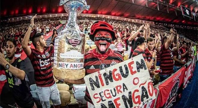 Mais de 65 mil torcedores no Maracanã. A força vem das arquibancadas