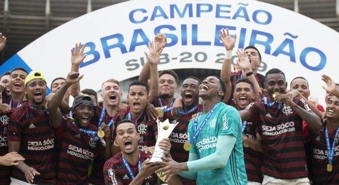 Sub-20 do Flamengo. Campeão Brasileiro. Jovens podem surpreender no Carioca